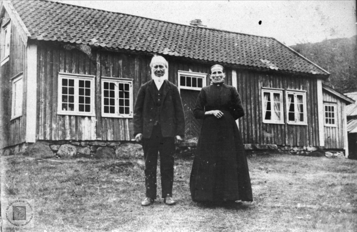 Ekteparet Nils og Sørine Breland, Breland i Øyslebø.
