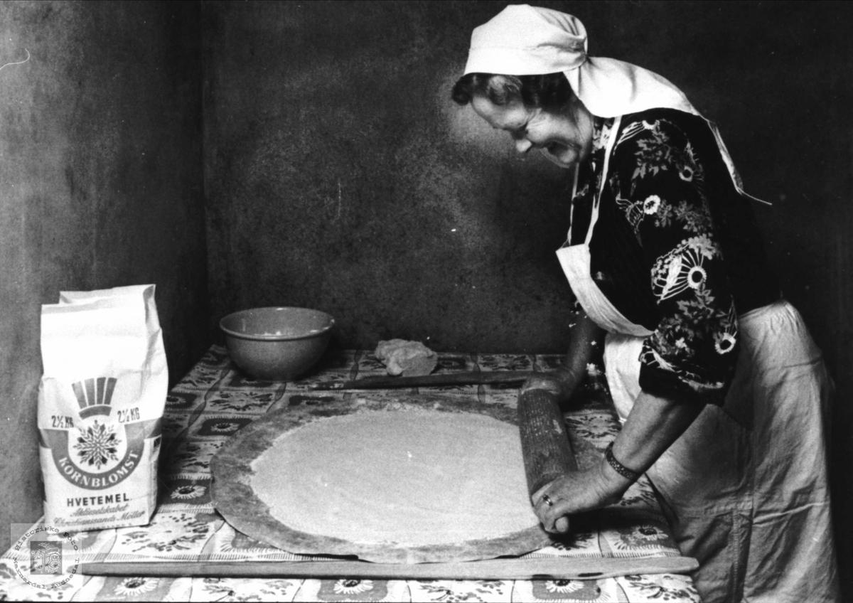 Baking av lefse, Hæråsen i Finsland.