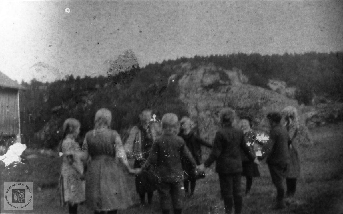 Slå på ringen på Breland skole, Øyslebø.