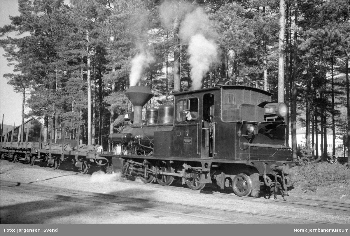 Damplokomotiv nr. 7 på Byglandsfjord stasjon