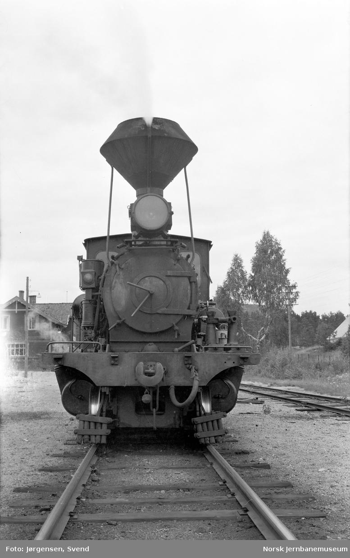 Damplokomotiv nr. 2 i sørgående godstog 5662 på Moisund stasjon