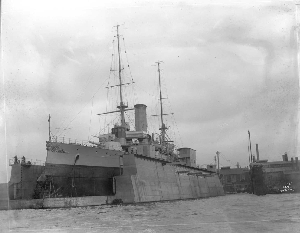 Tordenskjold (b. 1897, Armstrong, Newcastle), (KNM), panserskip, i Nylands flytedokk