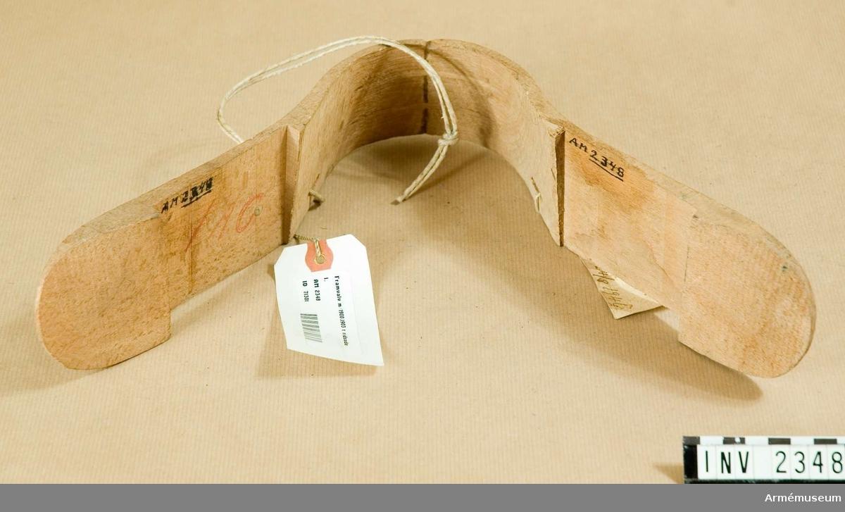 """Framvalv m/1900,1903, detalj t ridsadel. Modell från konstruktionskontorets modellkammare, märkt """"nr:I-371. 24/8 1946""""."""