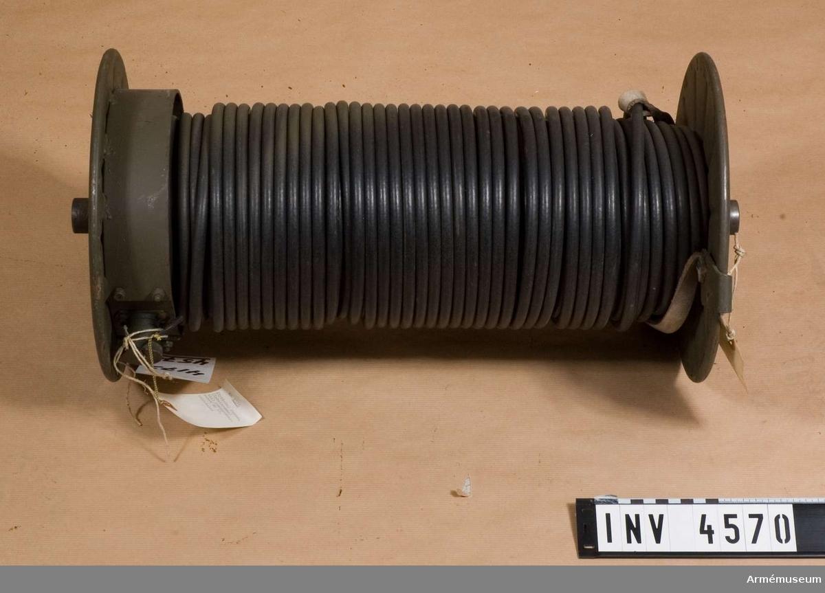 Styrkabel fordon.Är rullad på en kabeltrumma med l: 500 mm, d: 270 mm och  väger 18,1 kg. (F 4965-000052).