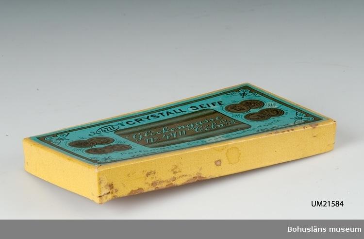 """594 Landskap BOHUSLÄN  Gult lock med grön etikett. Märkt: """"4711 Crystall seife. Glockengasse No 4711 Göln a/r Koeln  A/RH"""".  UMFF 33:10"""