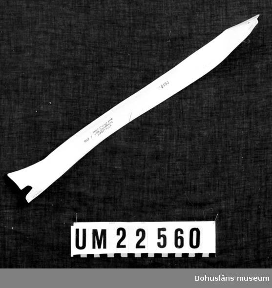 """594 Landskap BOHUSLÄN  Vit löskrage märkt i svart tryck: """"R95 2 Fredr. Fribergs eftr. Alb. Jacobsson Uddevalla"""". """"6153"""". """"""""lt;L""""gt; 4 Chelsea 41"""".  UMFF 122:4"""