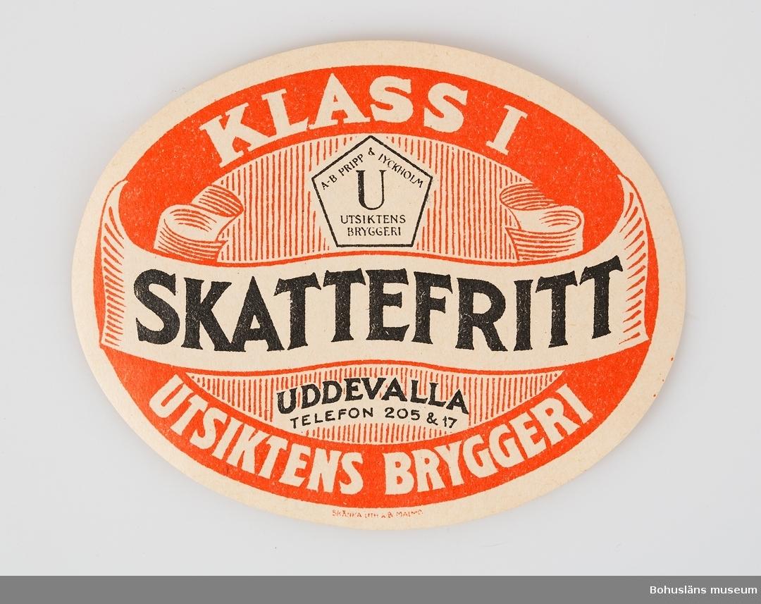 Liggande oval etikett med texten: KLASS ! SKATTEFRITT UDDEVALLA UTSIKTENS BRYGGERI