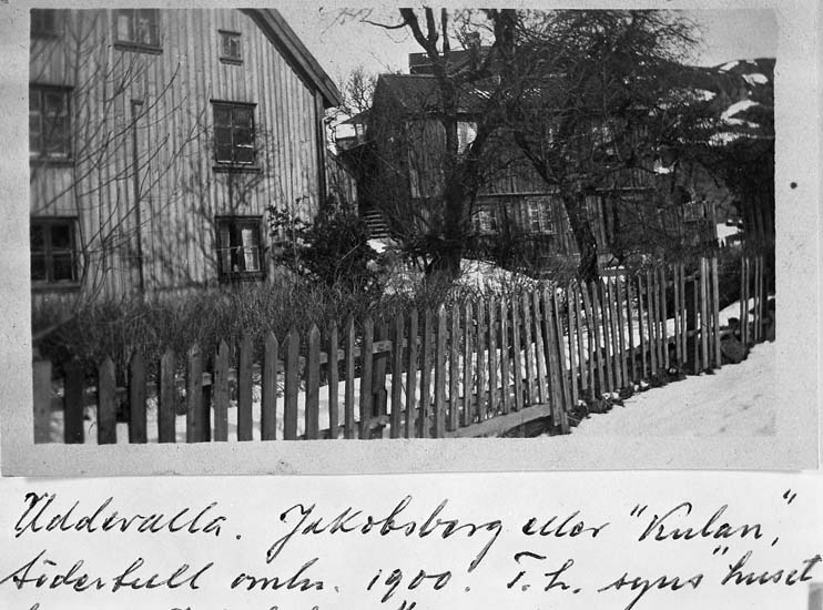 "Text på kortet: ""Uddevalla. Jakobsberg eller ""Kulan"", Södertull omkr. 1900. T.h. syns huset bakom Jakobsberg""."