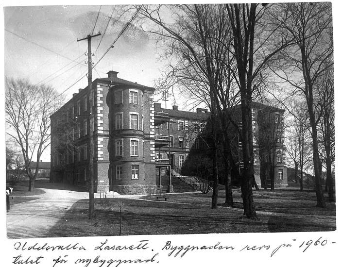 """Text på kortet: """"Uddevalla Lasarett. Byggnaden revs på 1960-talet för ombyggnad""""."""