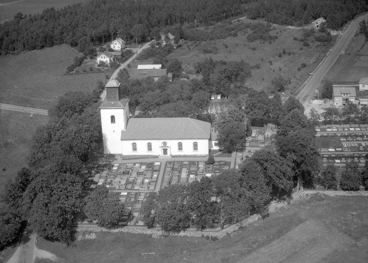 """Enligt AB Flygtrafik Bengtsfors: """"Tanum kyrka Bohuslän""""."""
