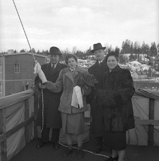 Sjösättning av 123 M/S Monica Smith. Flickan på bilden är fartygets gudmor.