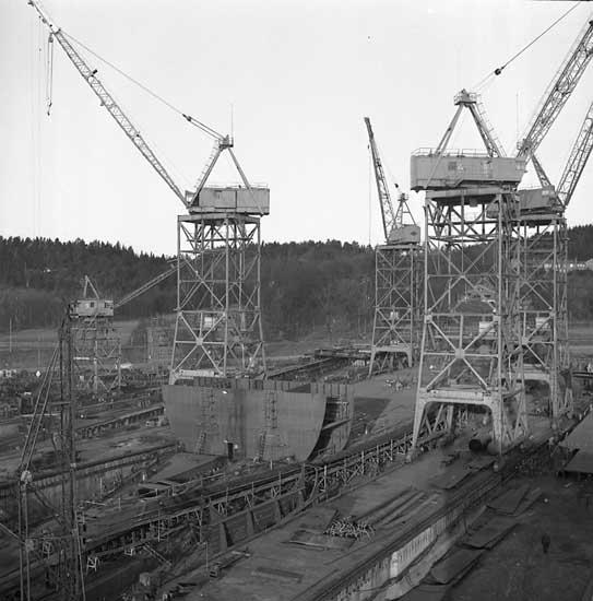 265 M/S Krymskie Gory och 266 M/S Uraljskie Gory på stapelbädden.