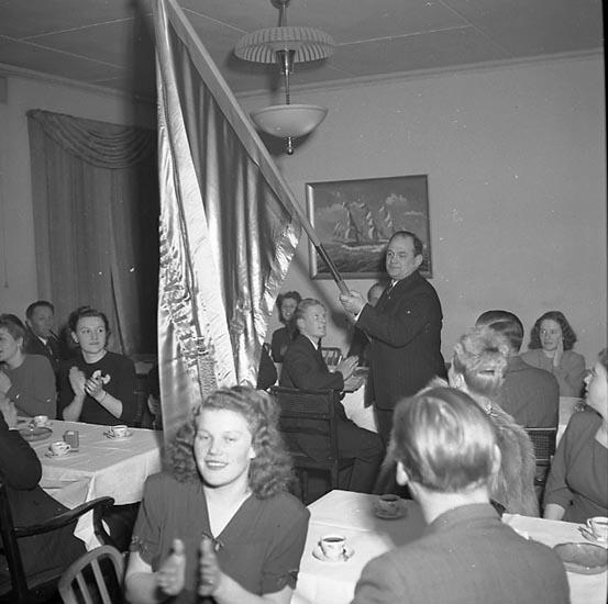 """Enligt notering: """"Uddevalla Simförening Årsmöte 23/3 1947""""."""