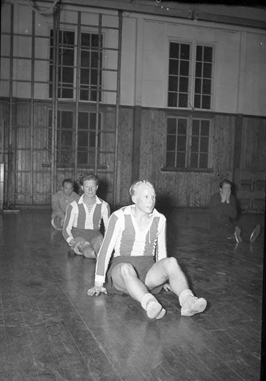 """Enligt notering: """"Kamraternas Fotbollsträning 26/2 1948""""."""
