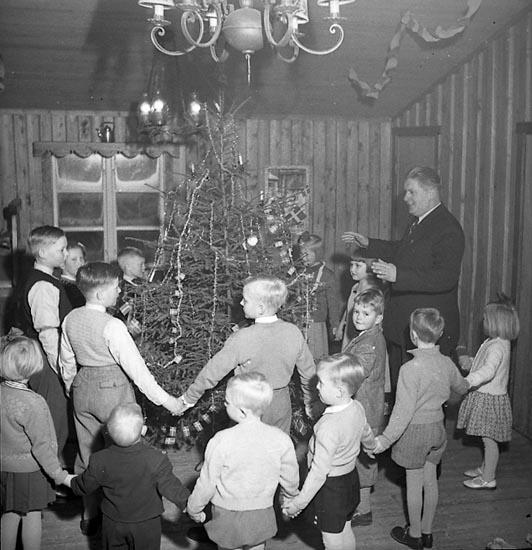 "Enligt notering: ""Polisens julfest jan 1951""."
