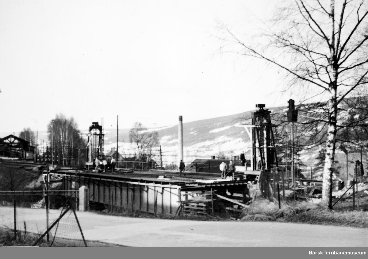 Bru over Mesna,, Lillehammer - nytt spenn innlagt