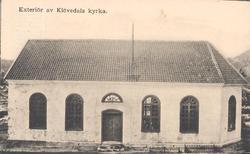 """Tryckt text på kortet: """"Exteriör av Klövedals kyrka""""."""