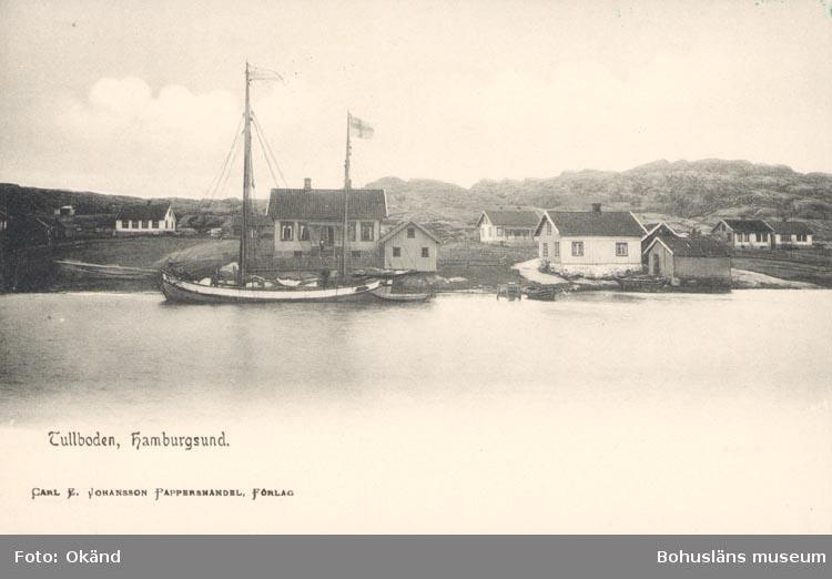 """Tryckt text på kortet: """"Tullboden, Hamburgsund"""". """"Carl E. Johansson Pappershandel, Förlag""""."""