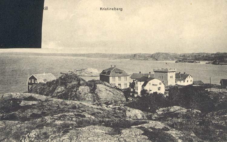 """Tryckt text på kortet: """"Fiskebäckskil. Kristineberg."""" """"Förlag: Tekla Bengtssons Pappershandel, Fiskebäckskil."""""""