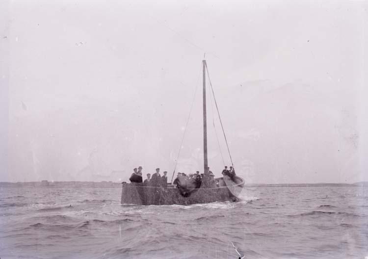 Vadbåt utanför Marstrand? ::