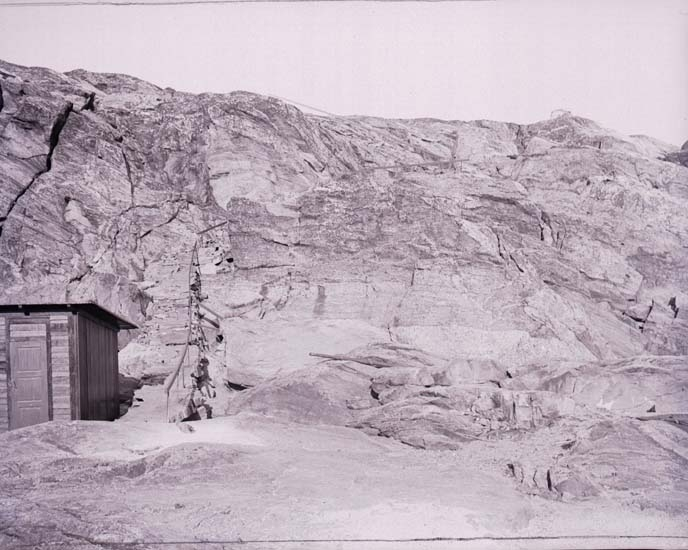 """Enligt text som medföljde bilden: """"Stentrapporna Islandsberg. Agfa Pyro 10/7 1904."""""""