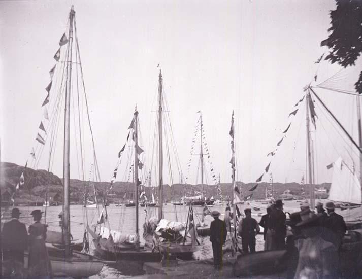 """Enligt text som medföljde bilden: """"Hamnen, Marstrand."""""""