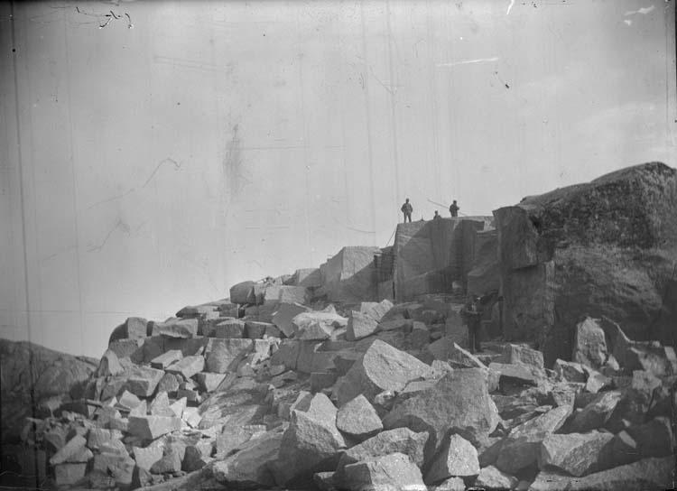 """Enligt text som medföljde bilden: """"Lysekil. Stångehufud, Stenbrottet 1899""""."""