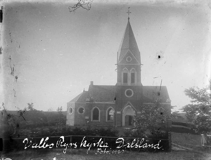 """Enligt text på fotot: """"Valbo Ryrs kyrka, Dalsland. Foto 1920""""."""