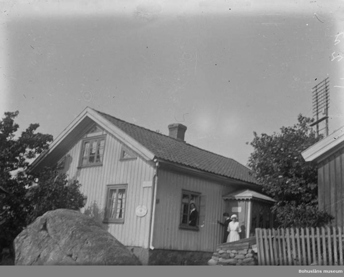 """Text till bilden: """"Telegrafstationen med antennerna i bakgrunden""""."""