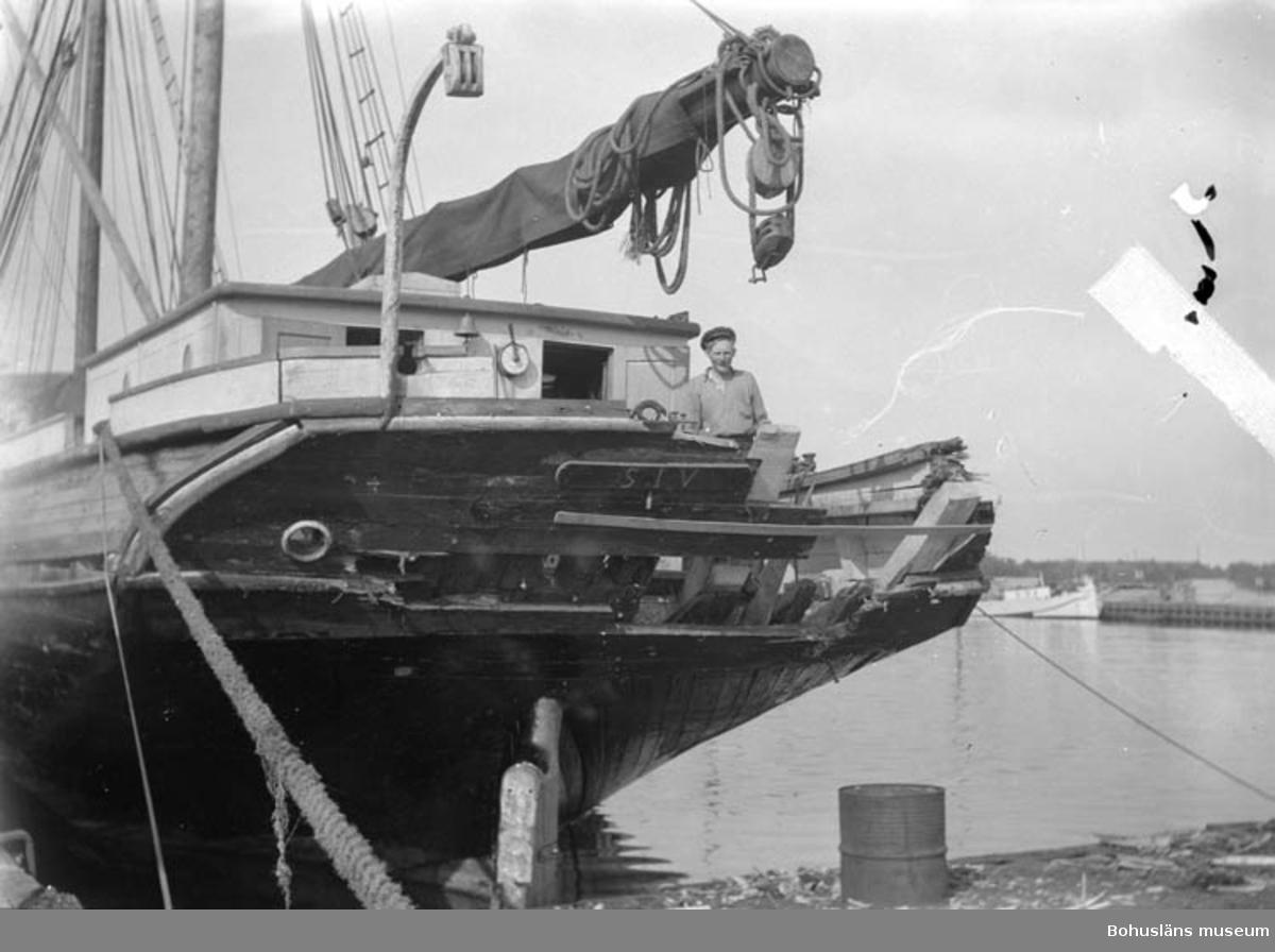"""Text till Bilden: """"Havererat lastfartyg""""."""