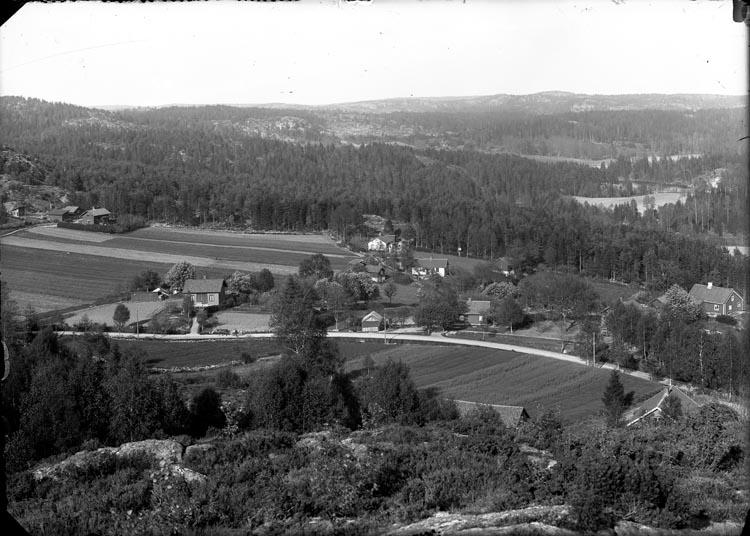 """Enligt fotografens anteckningar: """"1914 Parti i nedre Lycke, Munkedal""""."""