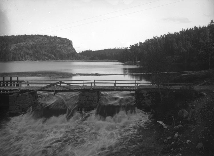 """Enligt fotografens noteringar: """"Björid damm - vid Munkedals fabrik."""""""