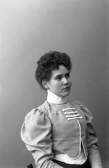 "Enligt fotografens journal nr 1 1904-1908: ""Landberg, Fr. Anna Stenungsund""."