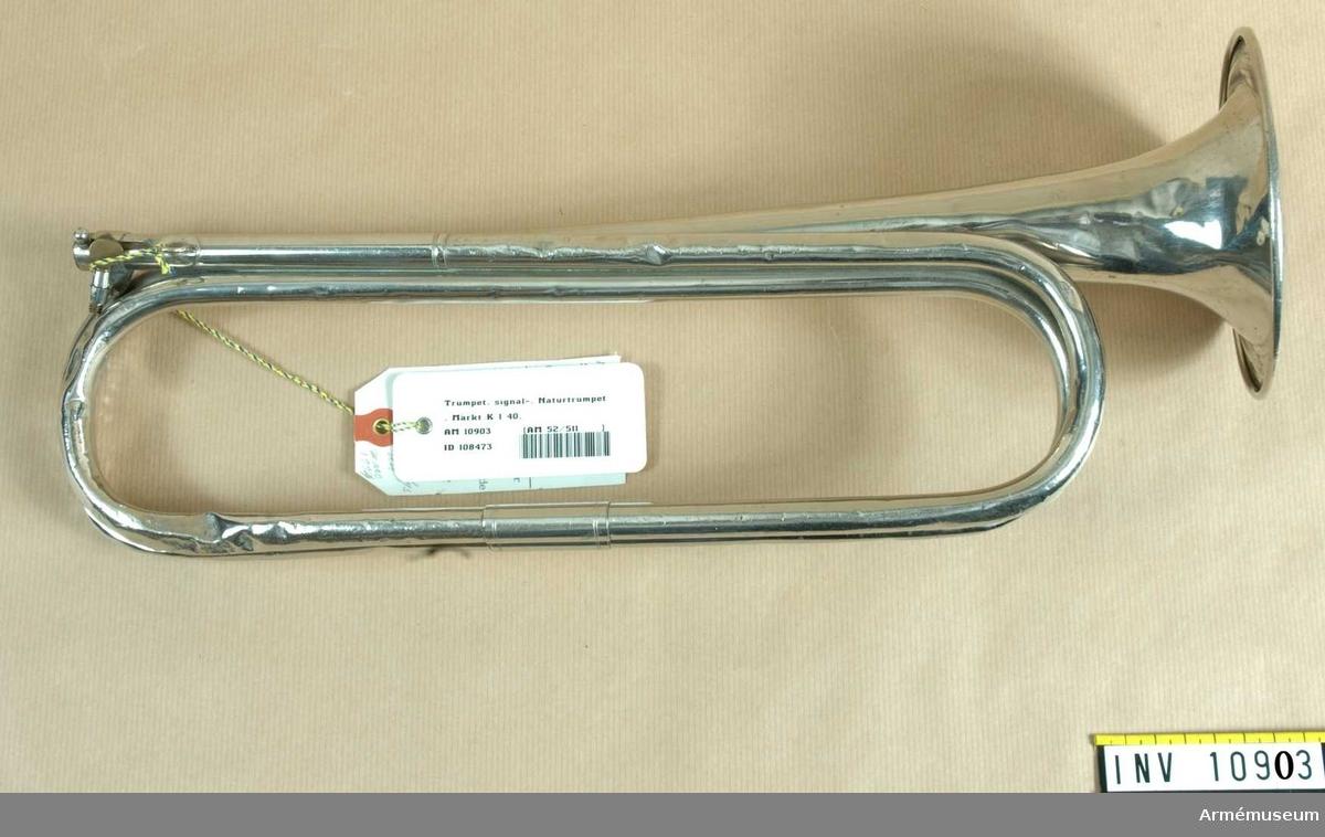 Grupp B III. Signaltrumpet med banderoll m/1901 märkt K I 40.