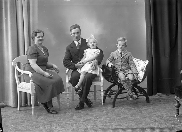"""Fotografens journal nr 6 1930-1943: """"Johansson Morgan, Gunnarsbo Varekil""""."""