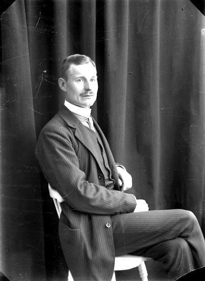 "Enligt fotografens journal nr 2 1909-1915: ""Josefsson, Herr Alb. Björkliden""."