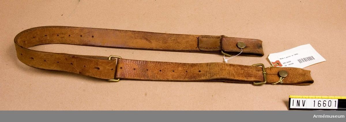 Gevärsrem t gevär m/1896, Mauser.Av läder. Gåva av D von Sydow, Åkerbyv 304, 183 35 Täby.