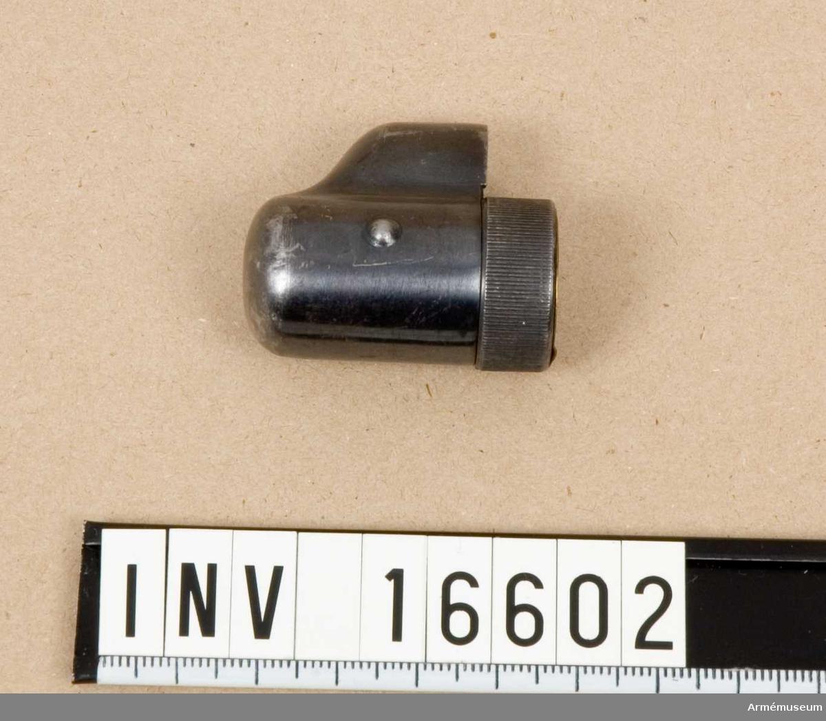 Kornskydd t gevär m/1986. Mauser.Gåva av D von Sydow, Åkerbyv 304, 183 35 Täby.