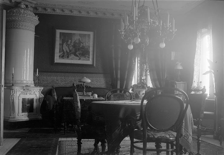 """Enligt fotografens notering på glasplåten: """"1922 Stadsfogde Mobergs G-b-g""""."""