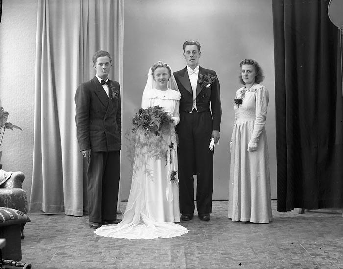 "Enligt fotografens journal nr 7 1944-1950: ""Johansson, Fru Inez Kleva Orust Ödsmål""."
