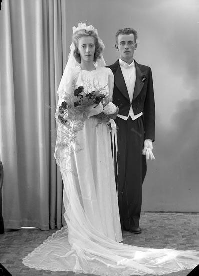 """Enligt fotografens journal nr 7 1944-1950: """"Bäckman, Herr Bo Stenungsund""""."""