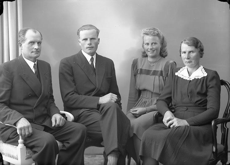 """Enligt fotografens journal nr 7 1944-1950: """"Andersson, Herr Karl Torp Jäger""""."""