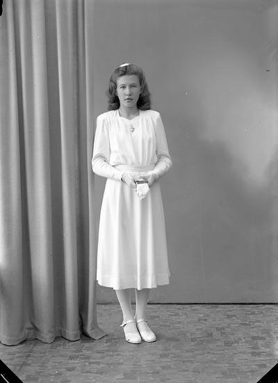 "Enligt fotografens journal nr 7 1944-1950: ""Hermansson, Majlis Grössby, Ucklum""."