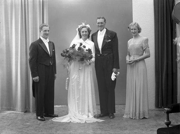 """Enligt fotografens journal nr 7 1944-1950: """"Andersson, Herr John Gullborga Svenshögen""""."""