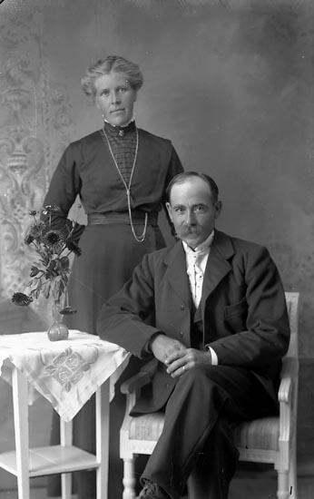 """Enligt fotografens journal Lyckorna 1909-1918: """"Karlsson, Karl Mastebacken, Svenshögen""""."""