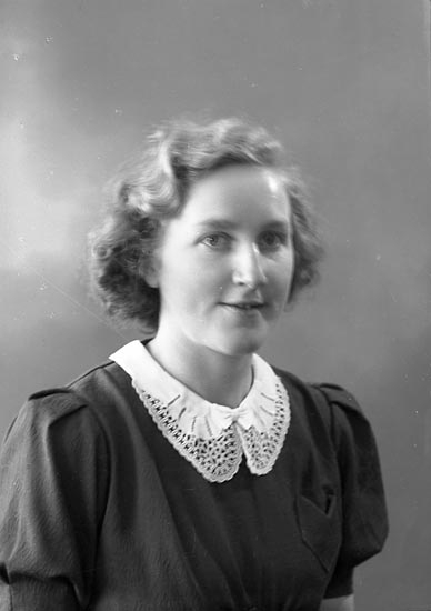 "Enligt fotografens journal nr 6 1930-1943: ""Andersson, Margit Här""."