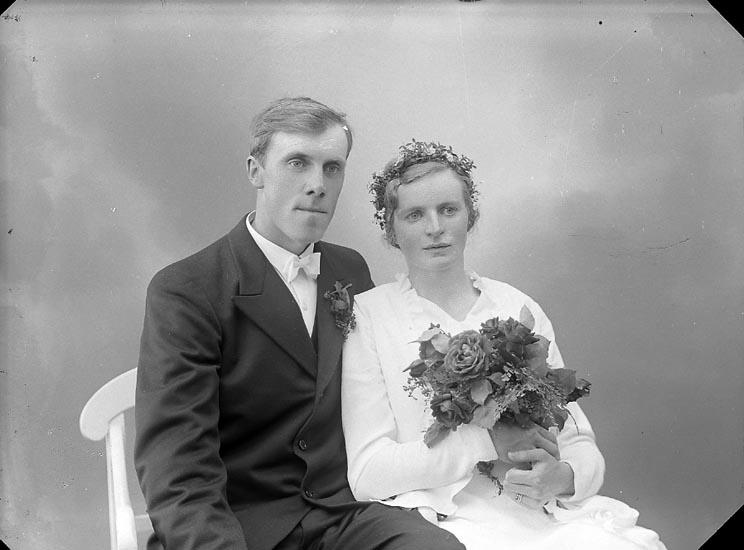 """Enligt fotografens journal nr 6 1930-1943: """"Oskarsson, Bertil Röd Höviksnäs""""."""