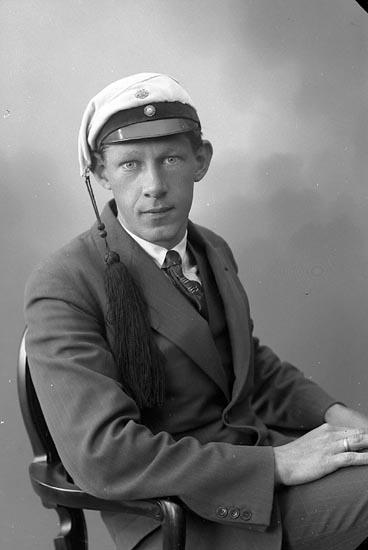 """Enligt fotografens journal nr 6 1930-1943: """"Nelson, Teknolog Lennart Gottskär""""."""