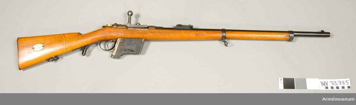"""Grupp E II Magasinsgevär av Kromars konstruktion. På lådans V sida står """"Mod 71"""". På hävarmen förekommer """"53""""."""