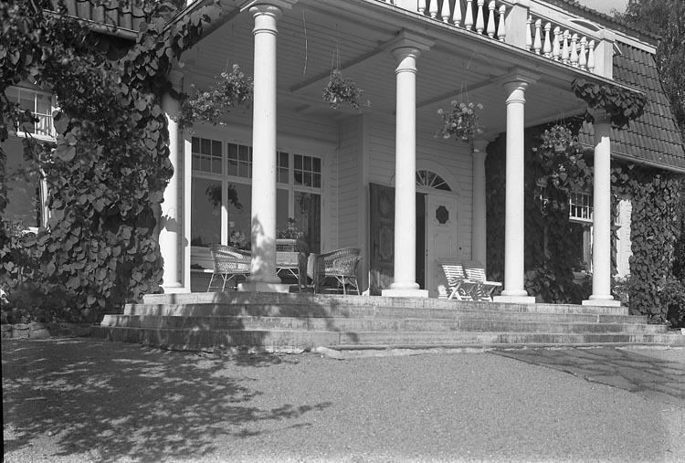 """Enligt fotografens journal nr 6 1930-1943: """"Mellin, Fru Villa Ön""""."""